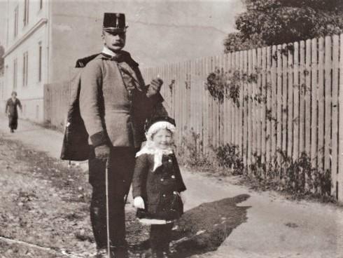 14. Oktober 1914 Marburg, mit Tochter Christl.