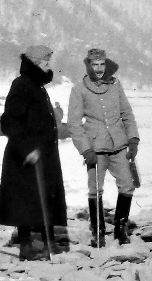 1916 Eisstoß am Dnjestr mit Krieghammer (links).