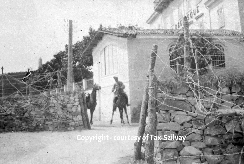 August 1915, Franz TAX-SZILVAY mit Handpferd beim Vorposten des Regt-Kdos beim Hotel Obelisque