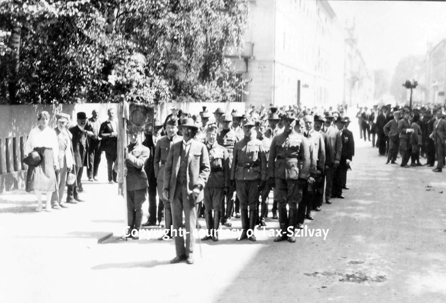 Veteranentreffen in Graz, verm. in den 1930ern mit Original-Standarte DR 5