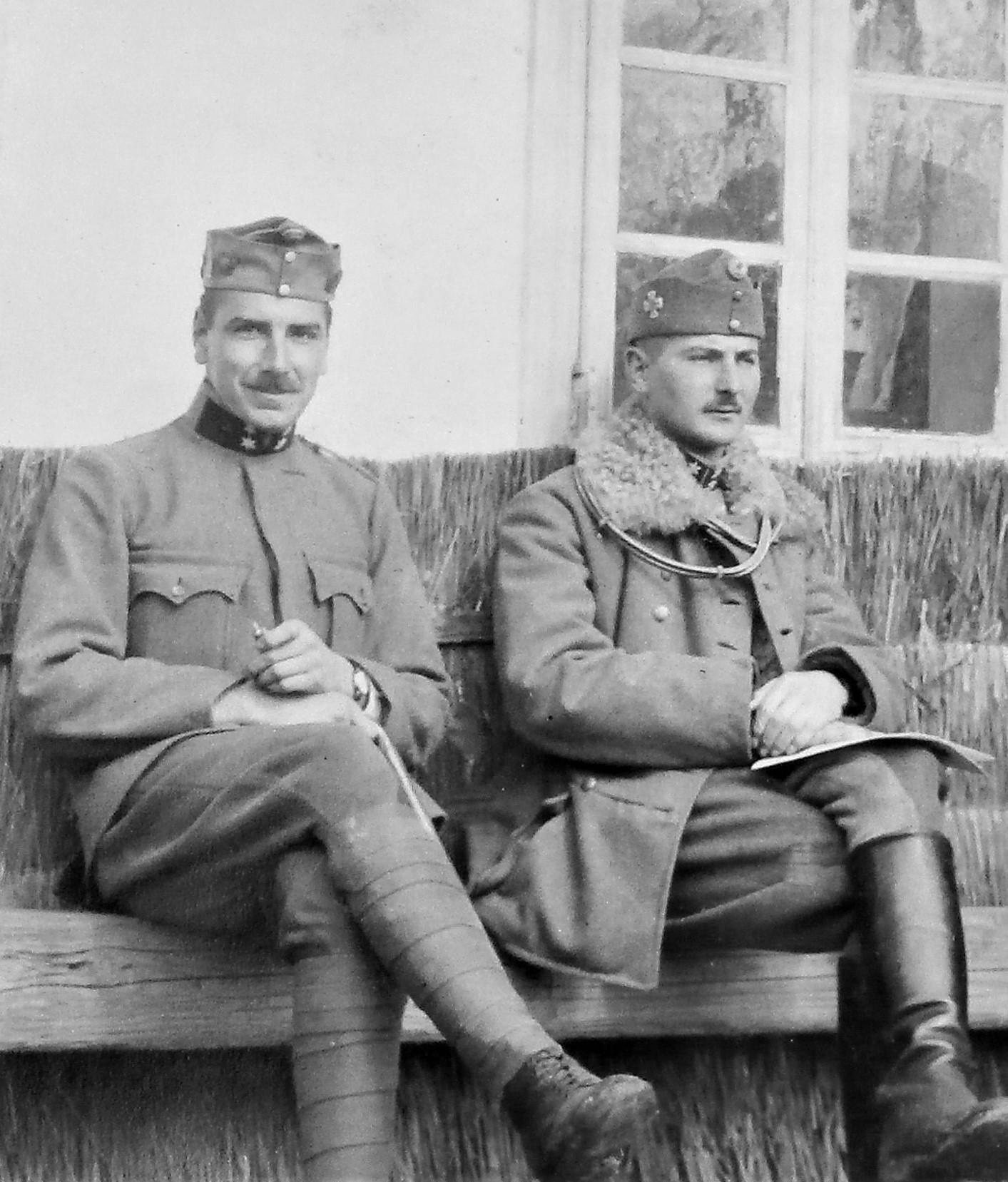 Mit Oblt Penka, vor dem Messelokal, Frühjahr 1916, Czernelica