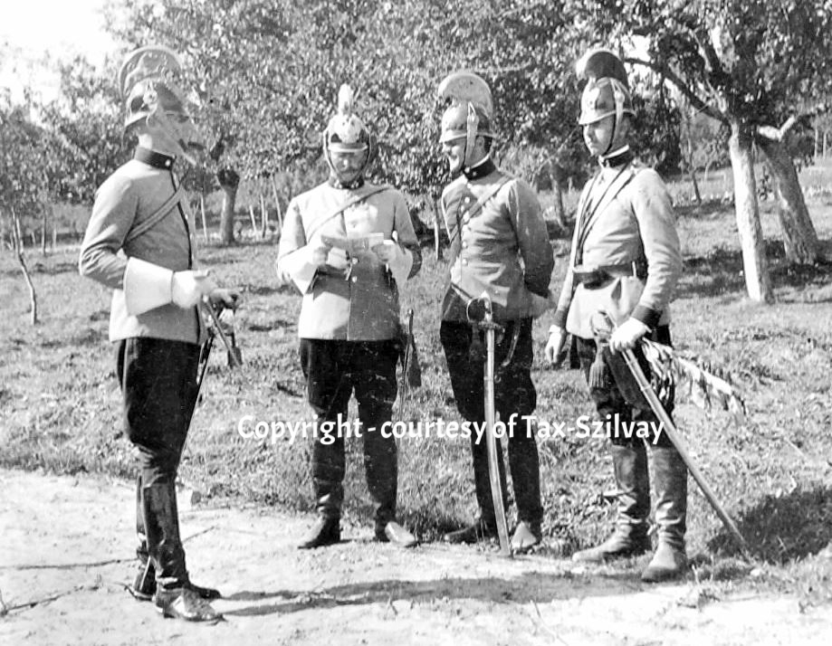 Offiziersbesprechung in Parade-Uniform, Vorkriegszeit, 1. Eskadron, Görz, rechts: Lt Franz Tax