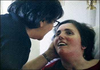 """El crimen de la eutanasia es llamado """"muerte digna"""". En la fotografía Terry Schiavo que fue asesinada privándola de agua y de alimentos."""