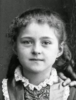 Santa Teresita del Niño Jesús, cuanto tenía entre 7 y 8 años.