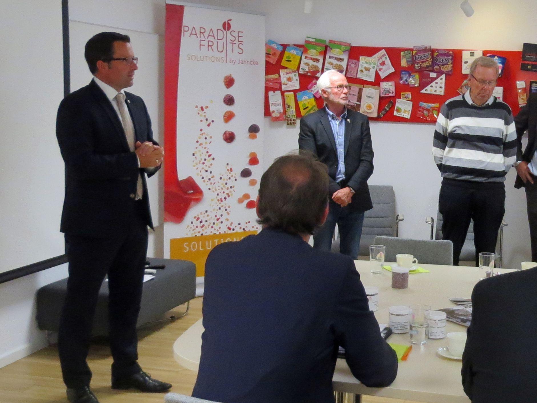 Kai Seefried MdL bedankt sich bei Firma Paradies Früchte Jahncke für die Gastfreundschaft