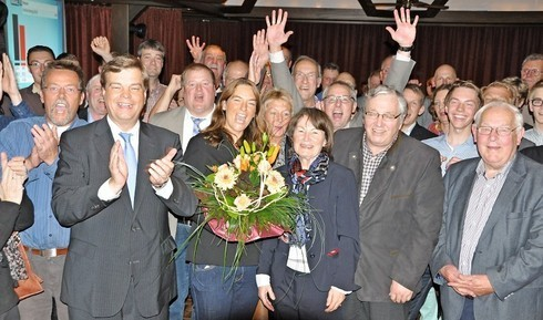 Große Freude bei Enak Ferlemann und seiner Ehefrau  sowie seinen Wahlkampfhelfern nach Bekanntgabe des Wahlergebnisses (Foto: Stader Tageblatt)