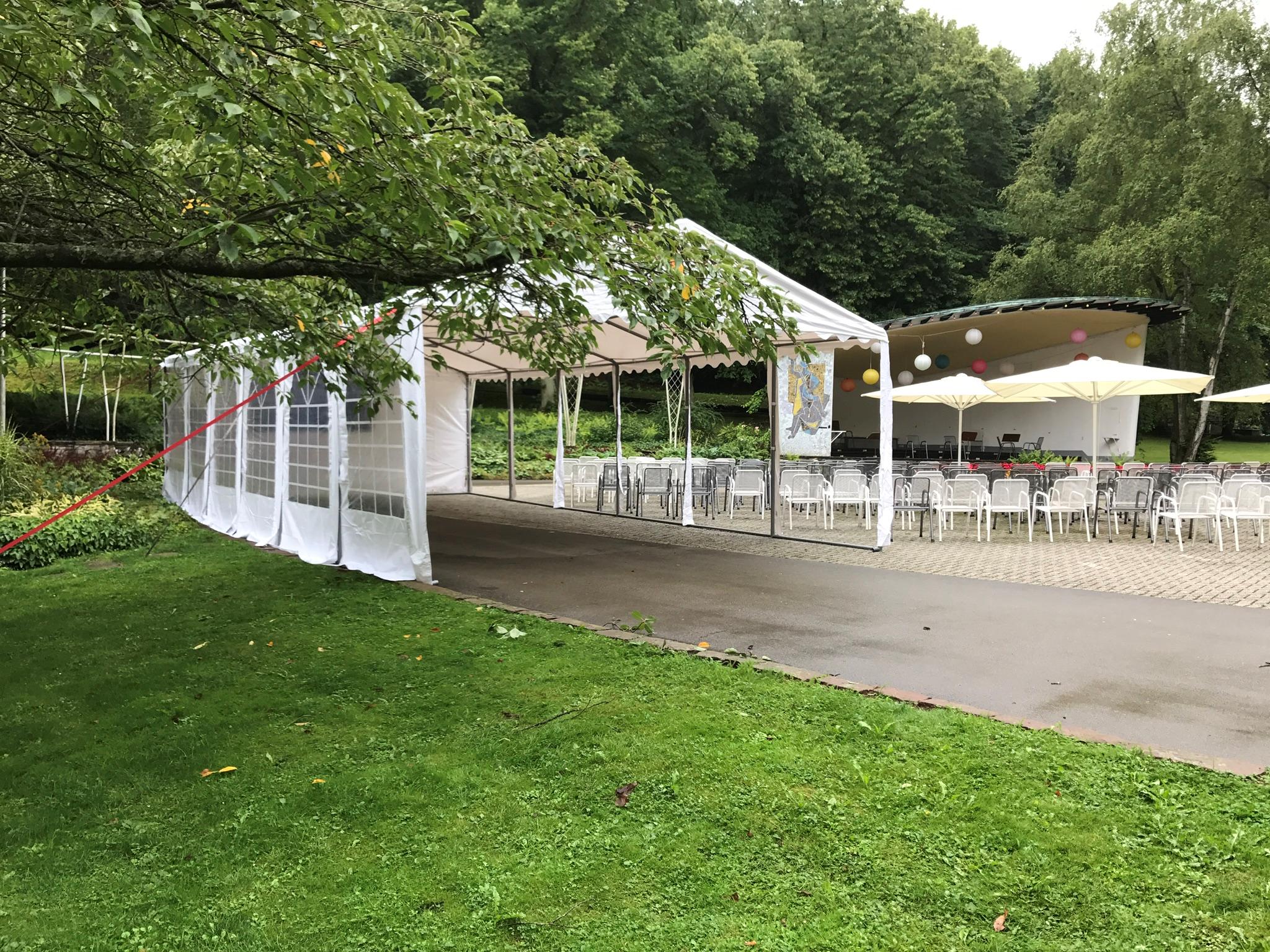 Zelt im Kurpark Bad Wildungen zum Lichterfest