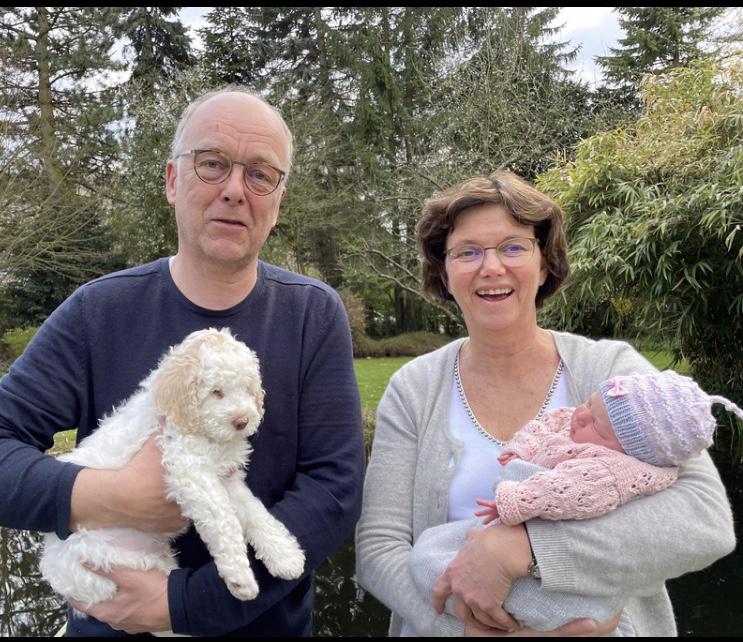 Emil lebt jetzt auch in einer großen Familie bei Ludger und Elisabeth in Recklinghausen - quasi auch ums Eck - bis bald mein süßer kleiner Emil. Ich freue mich schon dich bald mal wieder zu sehen.