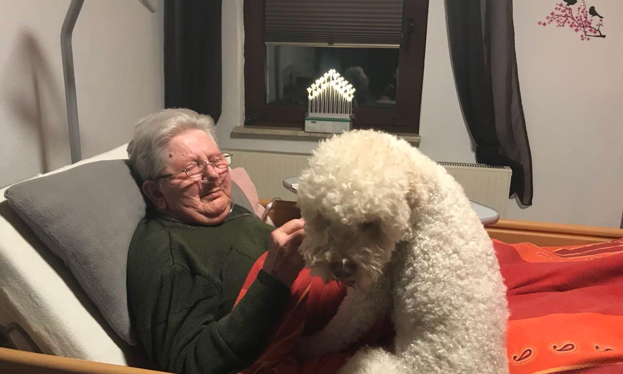 Die Oma besuchen - der wird sonst langweilig.