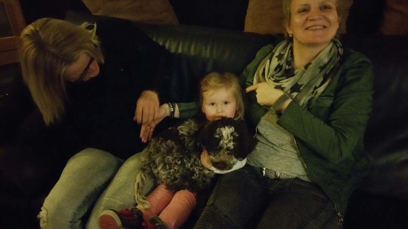 Mit Enie auf der Party von Ulla zum 50. - feiern kann sie auch schon.