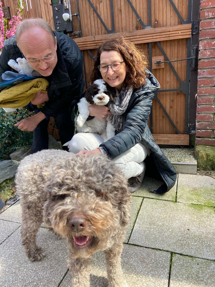 ...und die große Nala - eine alte Leonberger-Dame - wird Fiodor die Hundewelt erklären....