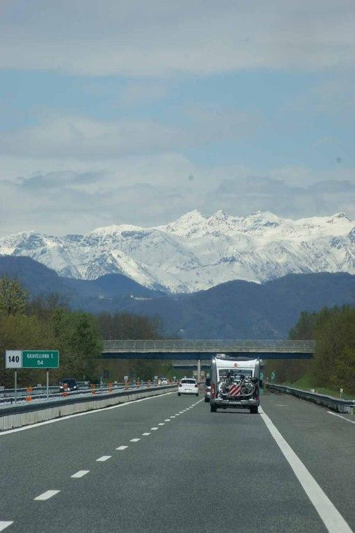 der Schweiz entgegen
