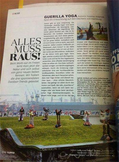 """Lucie und die AcroYoga Hamburg Community in der """"Glamour""""  März 2014"""