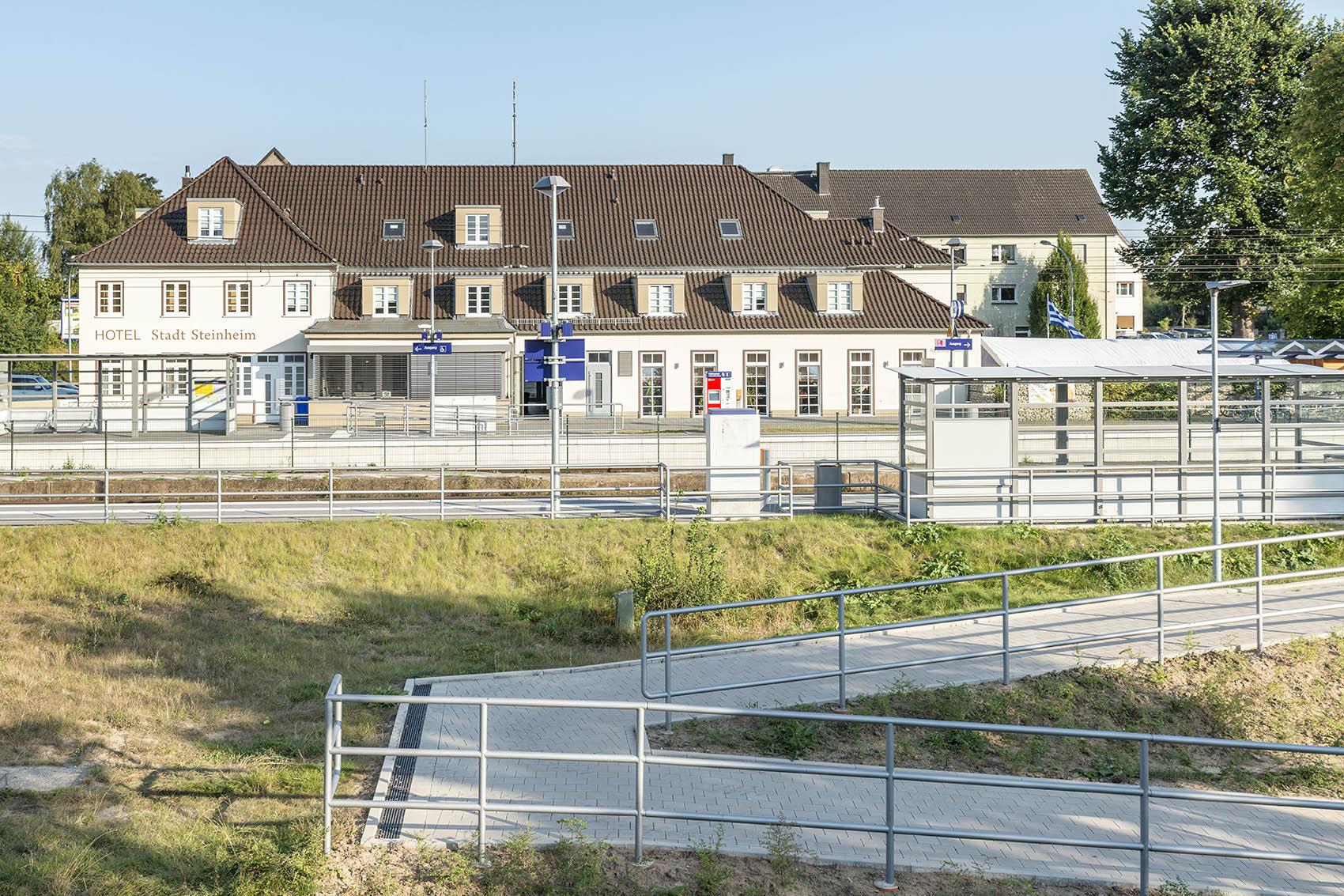 Steinheim (Westf.), Empgangsgebäude und Infrastruktur