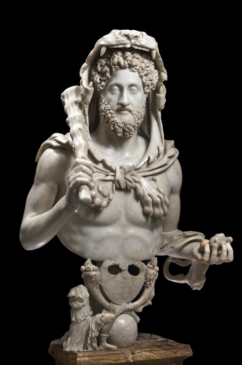 Busto di Commodo come Ercole, 192 d.C.  Marmo lunense e alabastro, 133 cm Musei Capitolini, Palazzo dei Conservatori Roma,  Italia © Foto di Zeno Colantoni