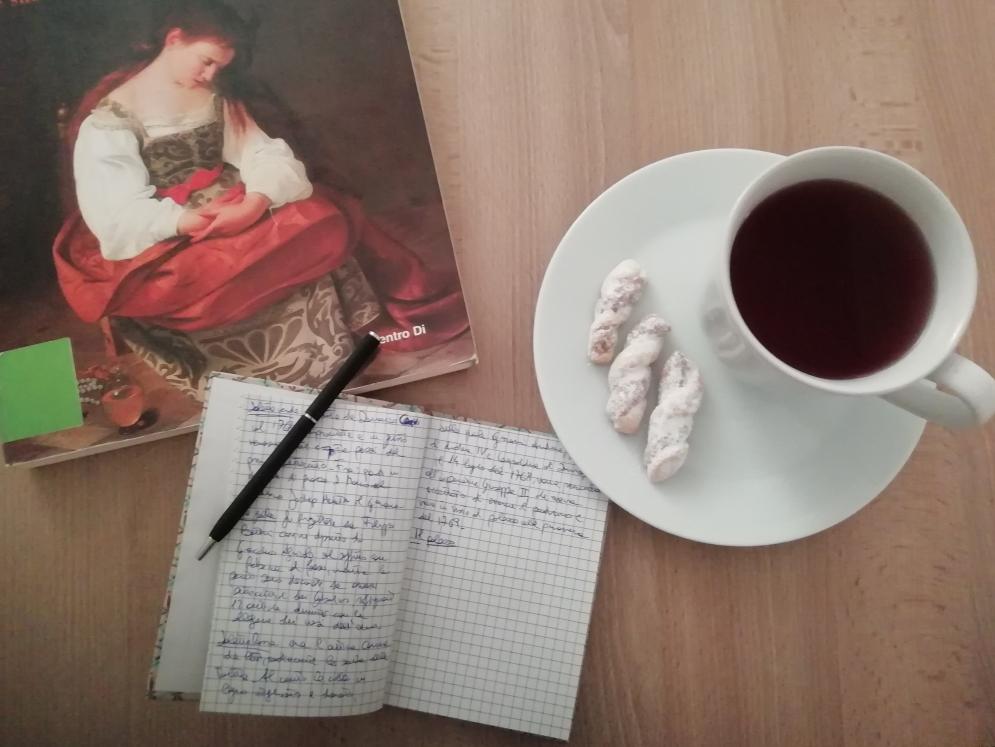 Carta e penna, tisana ai frutti rossi e un libro da studiare...una perfetta domenica pomeriggio di metà gennaio