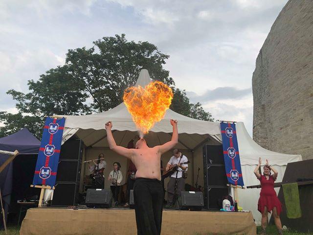 Feuer spucken beim Pfingstspektakulum Schloß Broich