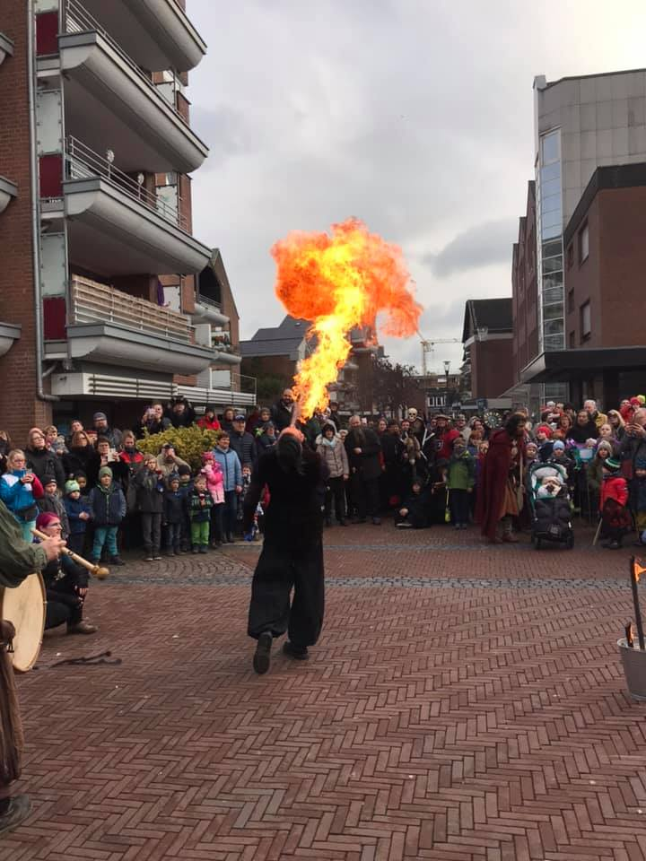 Feuerspucken beim Drachen und Feuerfest Geldern