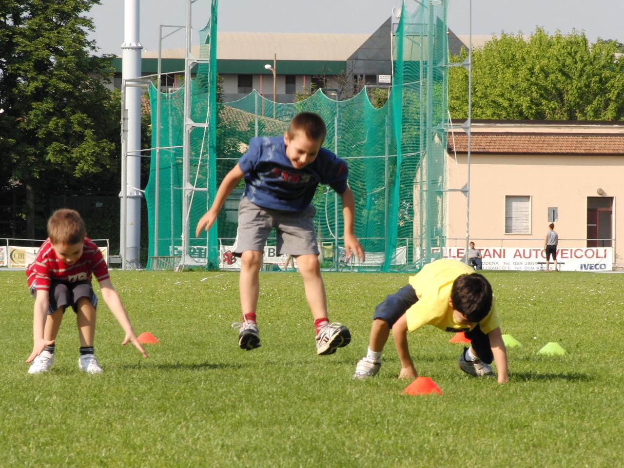 """CORSO ATLETICA - riscaldamento """"andature""""- Campo Scuola maggio 2011"""