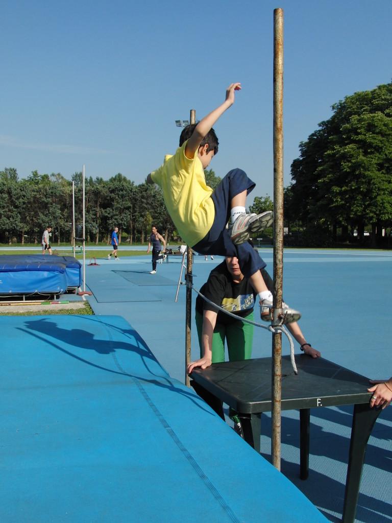 """Corso ATLETICA """"propedeutica al salto in alto"""" - Campo Scuola maggio 2011"""