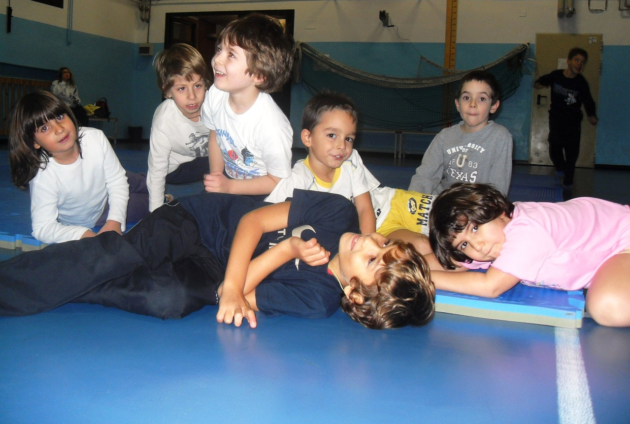 Corso di Judo ott-dic 2010 - Montaggio tatami
