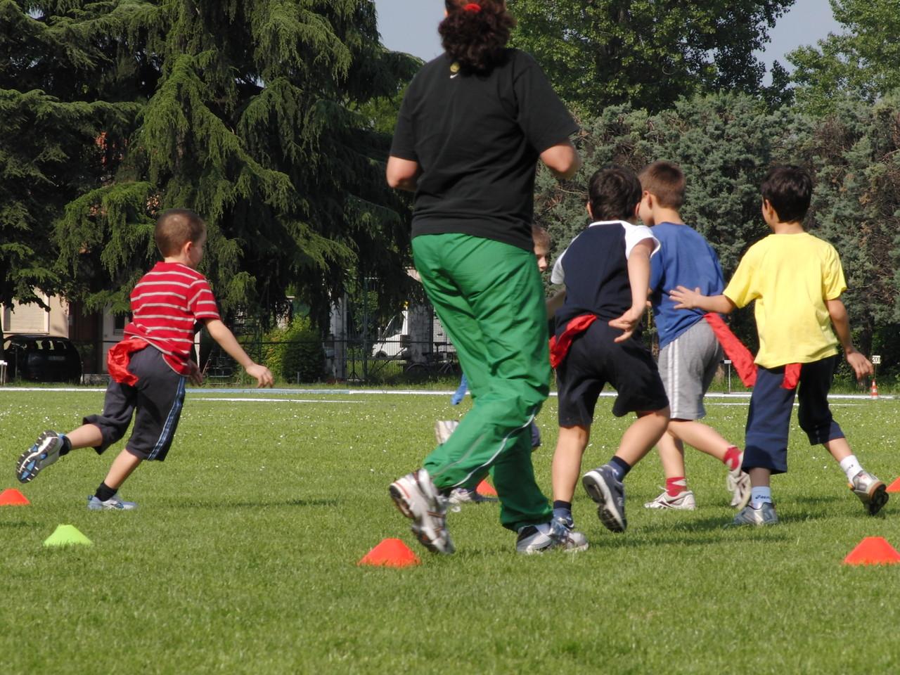 """CORSO ATLETICA - giochi di riscaldamento """" Le code""""- Campo Scuola maggio 2011"""