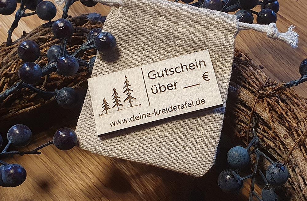 """Gutschein aus Holz im """"Deine Kreidetafel"""" Online Shop"""