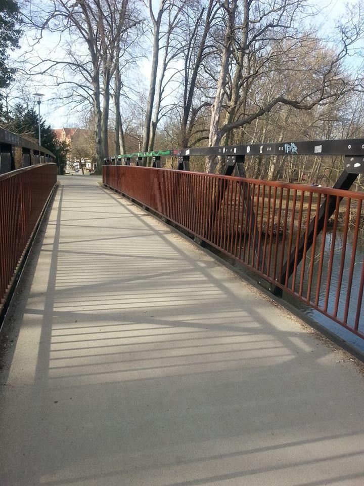 Brücke zum Park