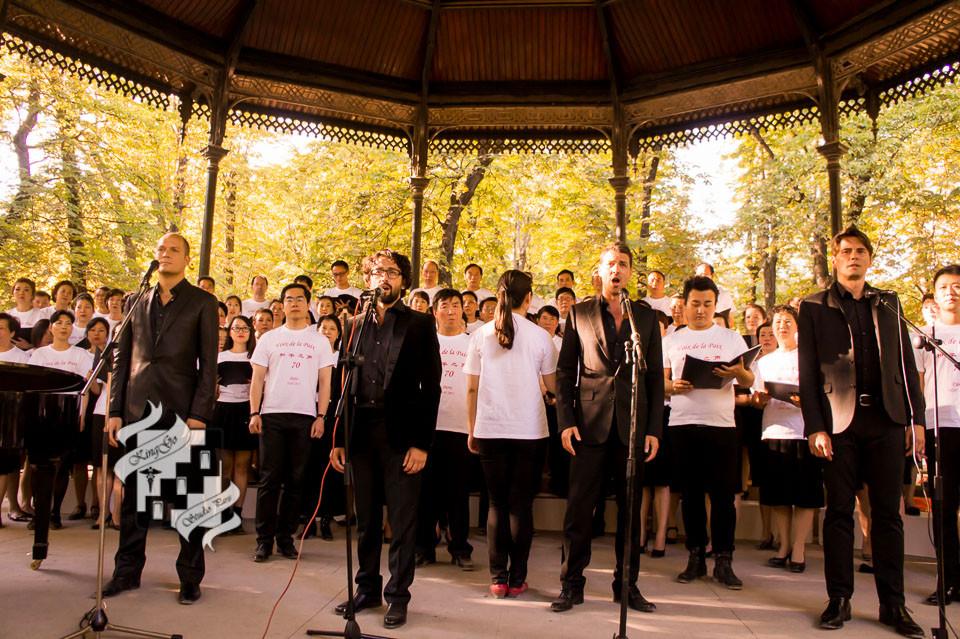 法国斯当道尔(Les Stentors)4人黄金组合与三地合唱团共同演唱法国经典的游击队之歌(Le chant des partisans)