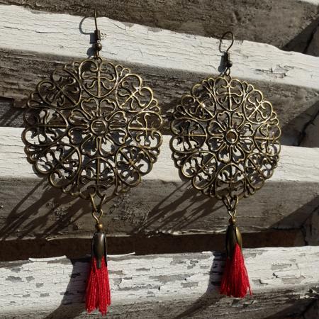 Mode et tendance, les bijoux fantaisie Galinou création sont en verre de Murano.