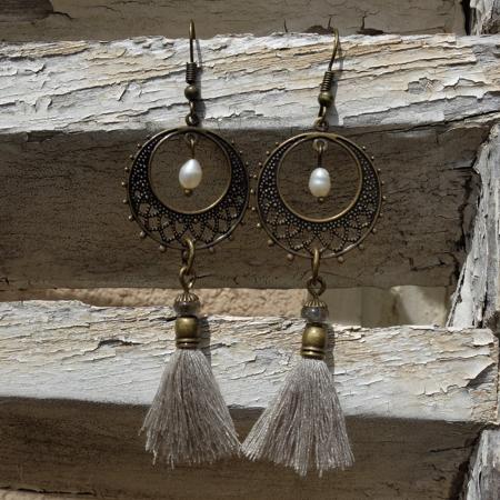 C'est à Murano que Galinou création va chercher du verre pour des boucles d'oreilles fantaisies et tendance.