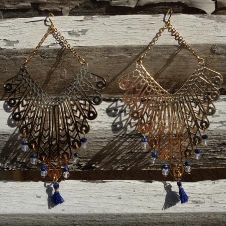 Mademoiselle de Galinou a sélectionné pour vous des bijoux fantaisie mode et tendance en pierre, or et verre de Murano.