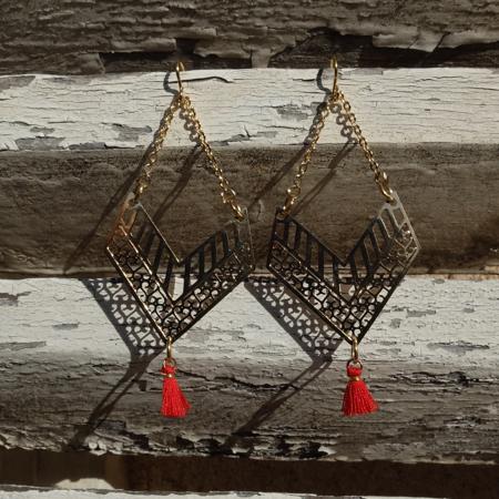 Mademoiselle de Galinou propose des bijoux fantaisie et mode en verre de Murano et pierres et or.