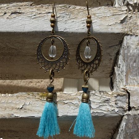 Les boucles d'oreilles mode et fantaisie se trouvent chez Galinou Création.