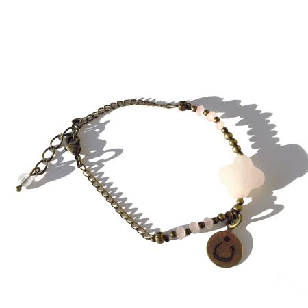 Pour SOS chrétiens d'Orient Galinou création propose des bracelets fantaisie de pierres fines.