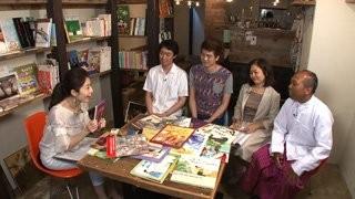 左端、ミャンマーの伝統衣装ロンジーを着ているのがTUN AUNG KHINです。写真に「ASIAN TIMES」のウェブサイトがリンクされています。