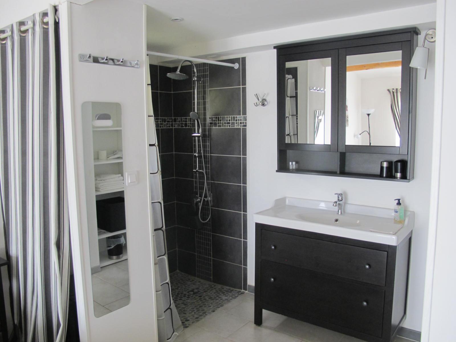 loucardaline-bedoin-ventoux-chambre d hotes-vaucluse-double confort-douche a l italienne