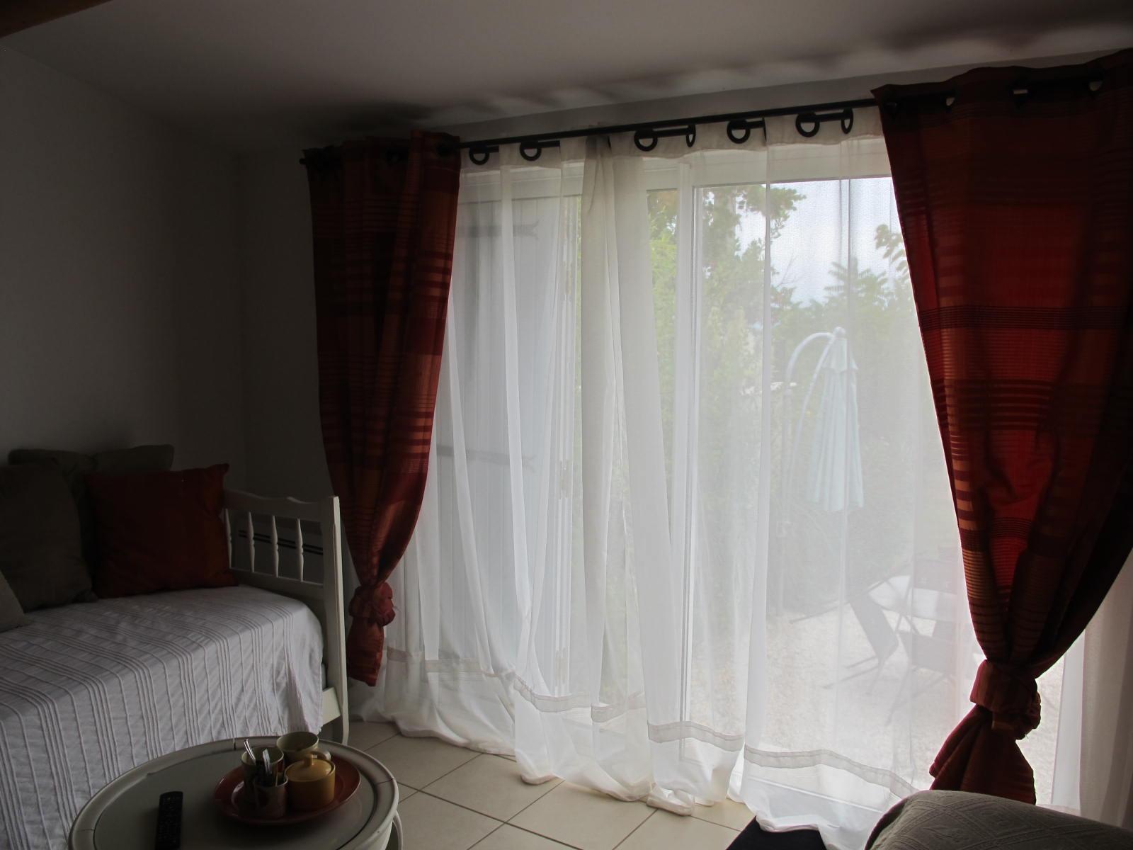 loucardaline-bedoin-ventoux-chambre d hotes-vaucluse-familliale -terrasse sur jardin
