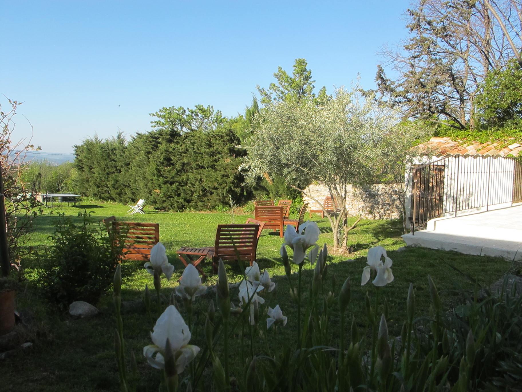 loucardaline-bedoin-ventoux-chambre d hotes-vaucluse-vacances-famille-jardin