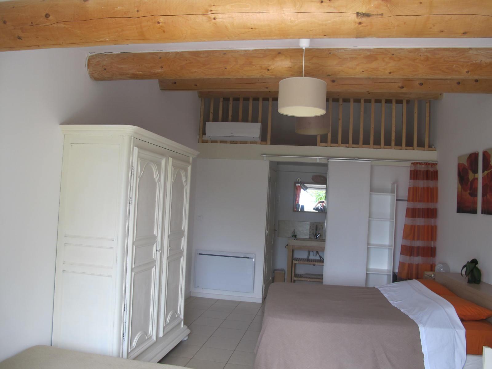 loucardaline-bedoin-ventoux-chambre d hotes-vaucluse-familliale-douche a l italienne-calme-hébergement