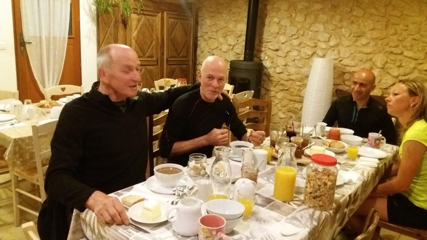 loucardalines-chambres d hôtes-trial-ventoux-petit déjeuné-sprotif-st colombe-gite