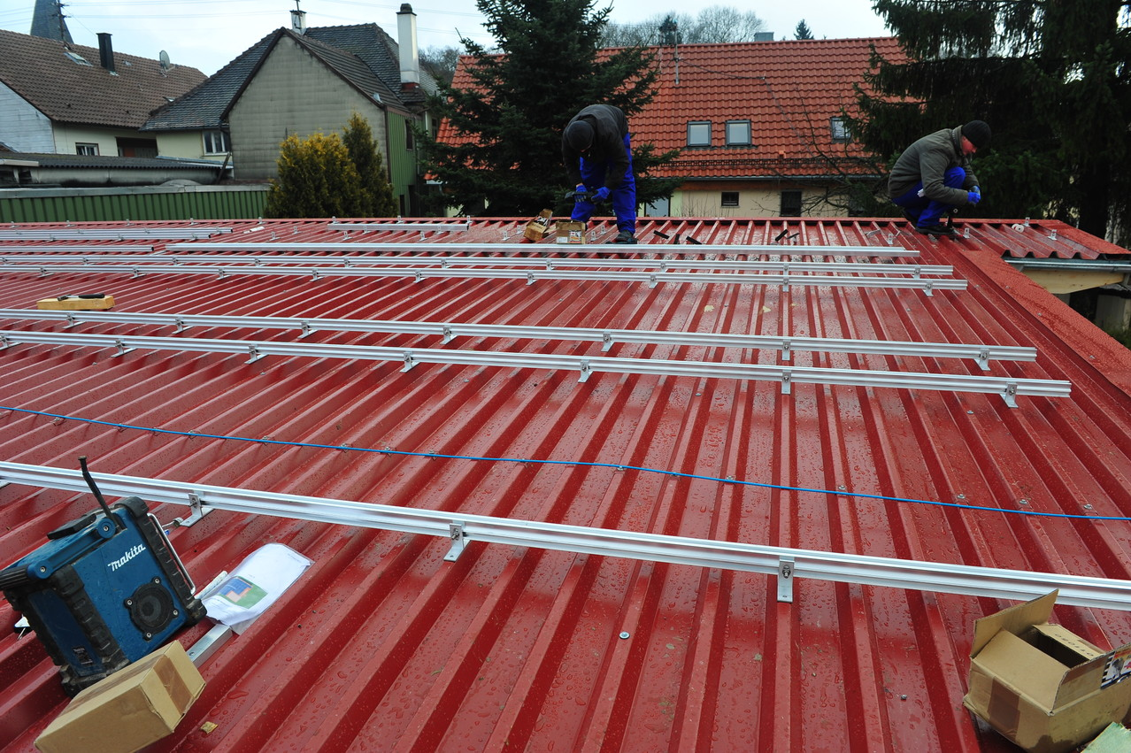rozmieszczanie i montaż konstruckcji na dachu