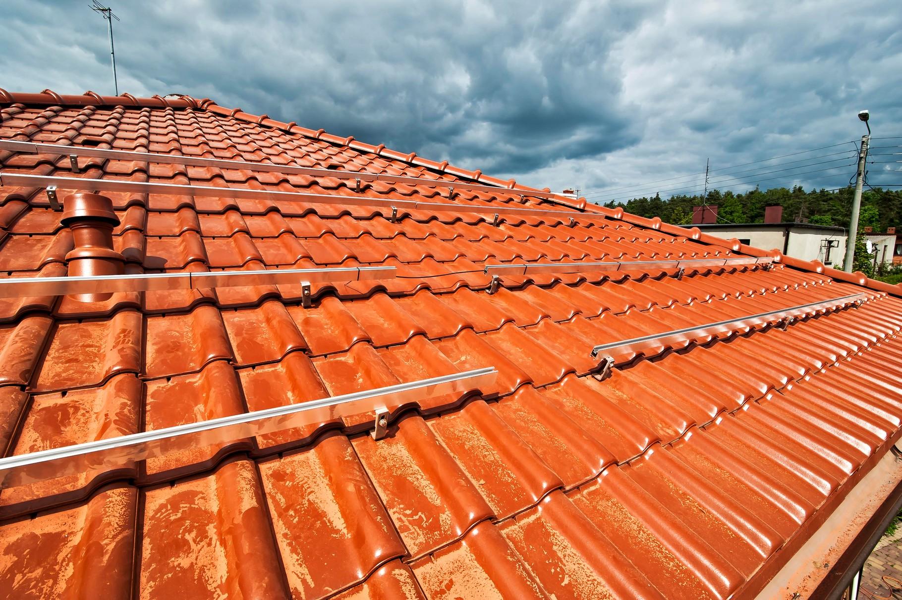 Gołuchów montaz konstrukcji na dachu skośnym dachówka