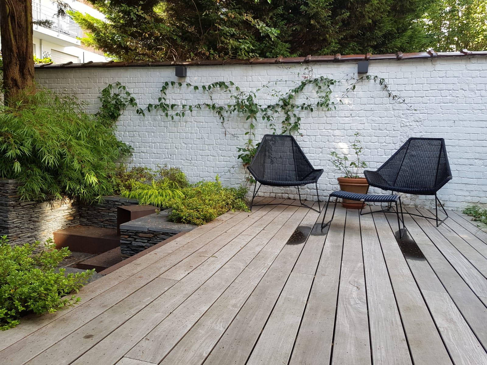 Cour sur 4 niveaux - Niveau intermédiaire / +1an - Terrasse en Ipe/ Fixation B-Fix - Amenagement jardin Bruxelles
