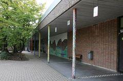 Kletterwand auf dem großen Schulhof