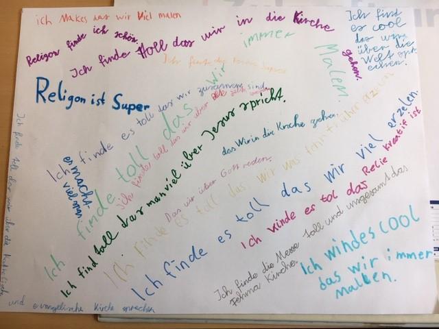 Die Kinder der Klasse 3c schreiben zum Religionsunterricht.