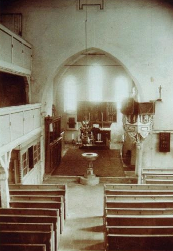 Blick in den Altarraum vor mehr als 100 Jahren