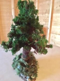 Tannenbaum aus Naturmaterialien und Filz