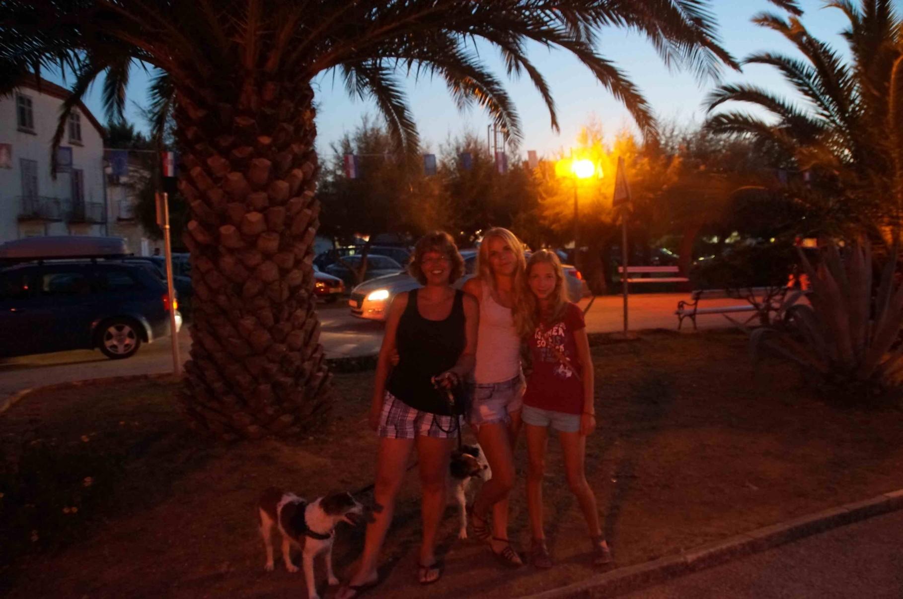 Abendspaziergang unter Palmen.......