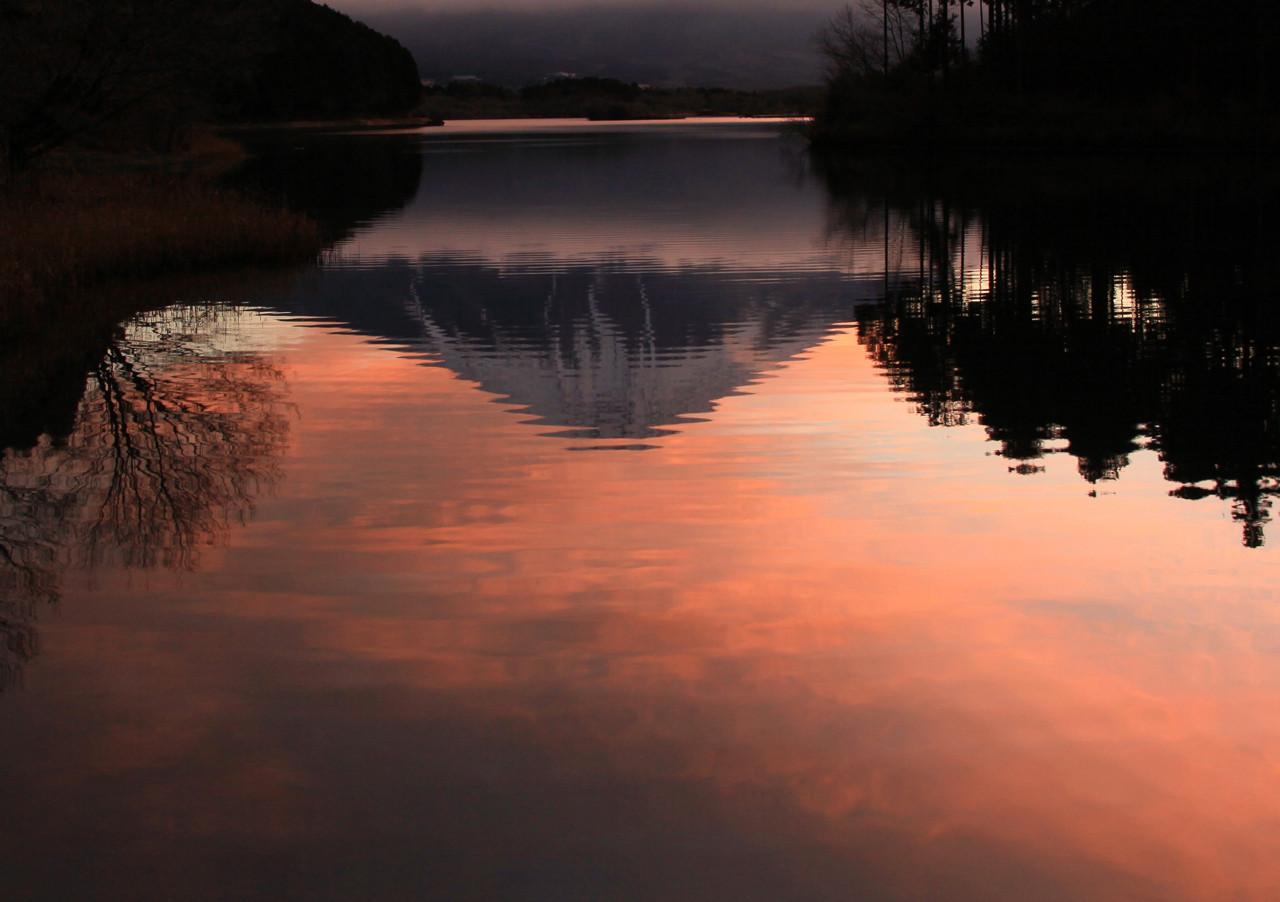 赤き湖面の逆富士 才善会員